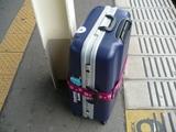 スーツケースを運ぶのは重労働...