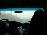 濃霧で目の前は真っ白。こんな中を時速100マイルで飛ばされると結構恐い。